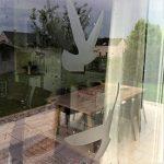 Decooo.be Autocollants Anti-Collision pour Oiseaux - Haute résistance à la Pluie, Gel, UV's (Set de 17 Silhouettes d'oiseaux Sablés-dépolis-translucides) de la marque Decooo-be image 2 produit