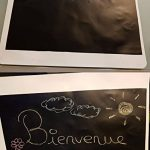 Ivencase Sticker Tableau Noir, 42 x 300 cm Grand Tableau Noir et 5 pièce Mix Couleurs Craies, Adhésif Ardoise Effaçable Sticker Autocollant Mural pour l'école/Bureau - Intérieur DiY Décoration de la marque ivencase image 4 produit