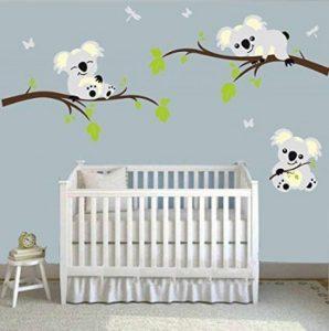 Mafent Sticker mural en vinyle Trois adorables koalas jouant sur les branches d'un arbre avec papillon et libellule mur de la marque MAFENT image 0 produit