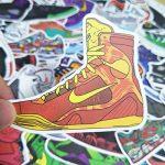 Q-Window Lot Autocollant Graffiti Vinyle Stickers Déco pour Ordinateur Portable, Valises, Enfants, Skateboard, Voiture, Moto, Snowboard, IPhone, Nintendo Bomb (100 Chaussures de Basket Classiques) de la marque Q-Window image 2 produit