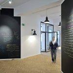 Tableau noir Autocollant en vinyl Effaçable Adhésif Ardoise Sticker Mural pour école chambre bureau 107 x 200cm, Fancy-Fix de la marque fancy-fix image 2 produit